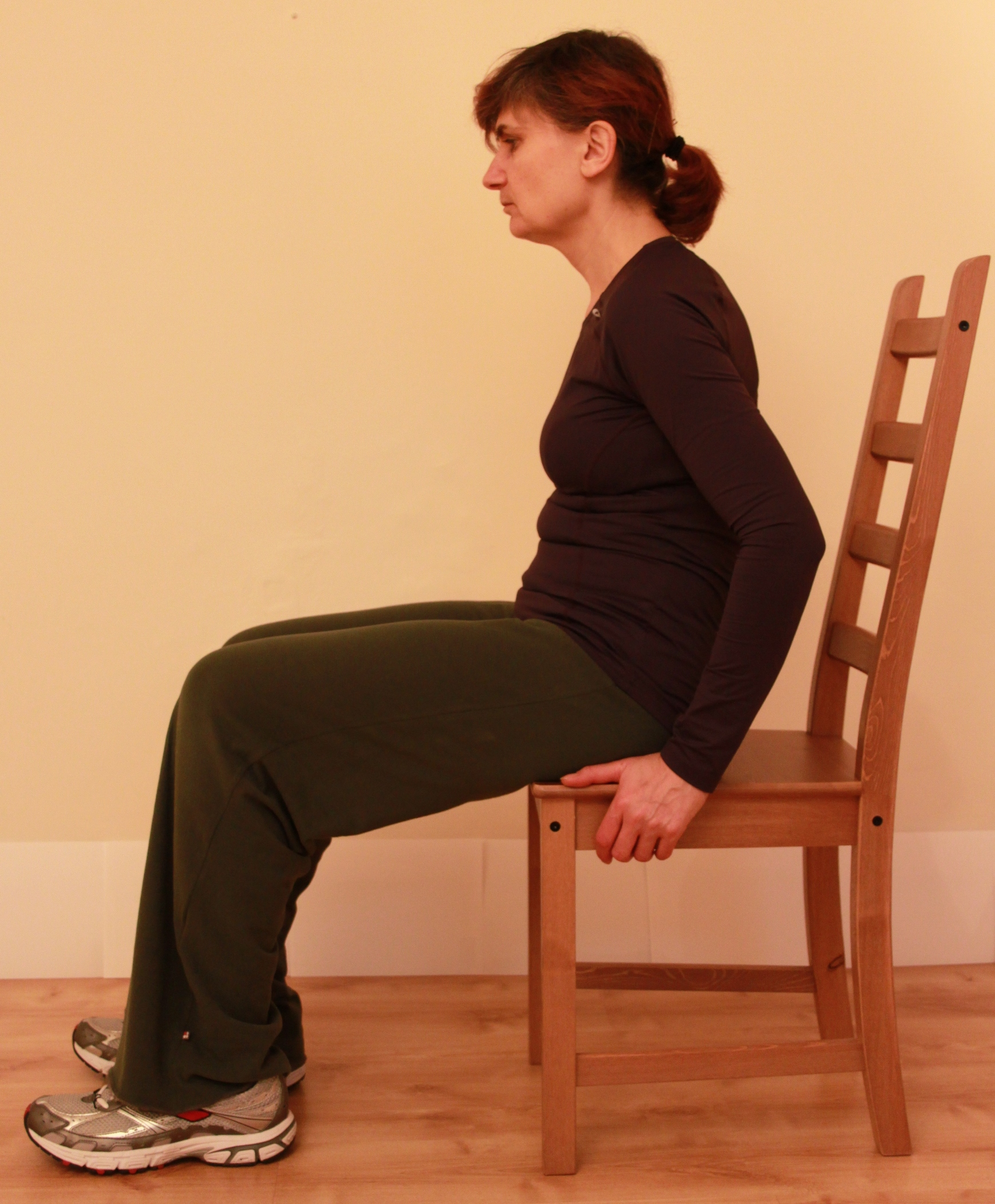 If Ginger Can Do Itsitting Incorrectly With Back Hunched Over If
